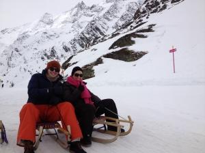 Saskia & me enjoying sledging