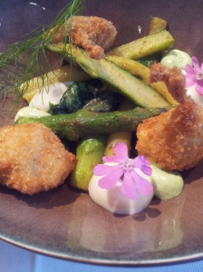 VLV 6 Fried green asperge_ wild garlic mayonnaise _crème of goat cheese from Alken_ frog legs