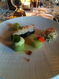 Marinated salmon with nori, scallop with a avocado cream and Sambai vinegrette (4)